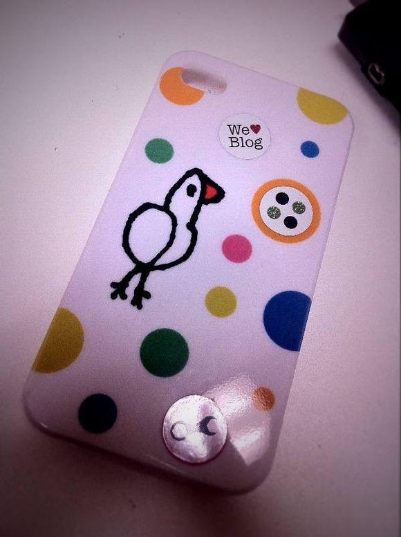 小鳥ピヨピヨのiPhone ケースにシックス・アパートのキラキラステッカー貼ったら超かわいいですし!